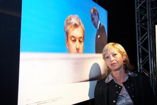 """Der """"Objektiv 09"""" für die besten österreichischen Pressefotos wurde von der APA und Canon am 12. 5. 2009 vergeben. Regine Hendrich wurde für ihr Bild zur AUA-Krise mit dem ersten Platz in der Kategorie Wirtschaft ausgezeichnet."""