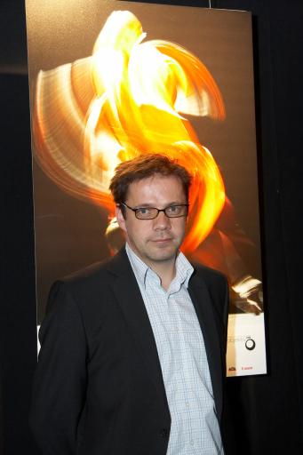 """Der """"Objektiv 09"""" für die besten österreichischen Pressefotos wurde von der APA und Canon am 12. 5. 2009 vergeben. Georg Hochmuth wurde für sein Bild einer Ballett-Gala mit dem ersten Platz in der Kategorie Kunst und Kultur ausgezeichnet."""
