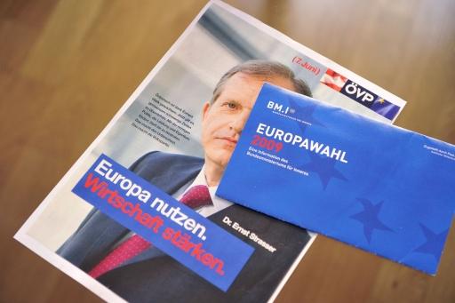 Gleicht wie ein Ei dem anderen: Design und Sujet der ÖVP-Kampagne und Amtliche Mitteilung des BMI zur EU-Wahl