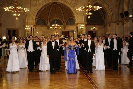 """Der """"Opernball des Sommers"""" war so gut besucht wie schon lange nicht, rund 2.500 Gäste besuchten den Höhepunkt der Sommerballsaison im Wiener Rathaus."""