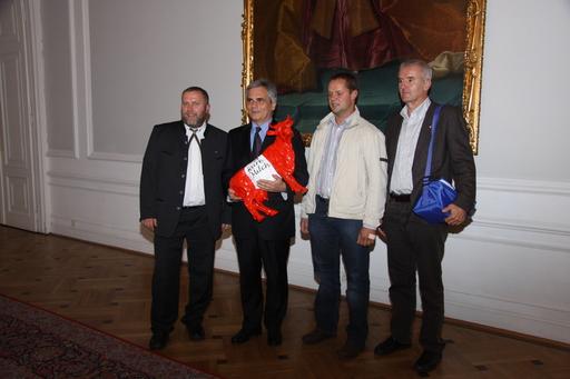 Bundeskanzler Faymann mit IG-Milch-Vertretern