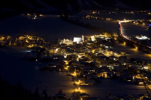 Nachtaufnahme vom Weiler Huben bei Längenfeld im Ötztal