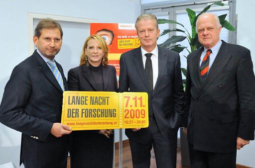 http://pressefotos.at/m.php?g=1&u=1&dir=200911&e=20091102_f&a=event Bures, Hahn und Mitterlehner präsentieren Lange Nacht der Forschung am 7. November