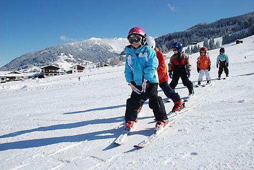 Gratis Kinderskischule in der Silberregion Karwendel: Ein Riesenspaß für die Kleinen