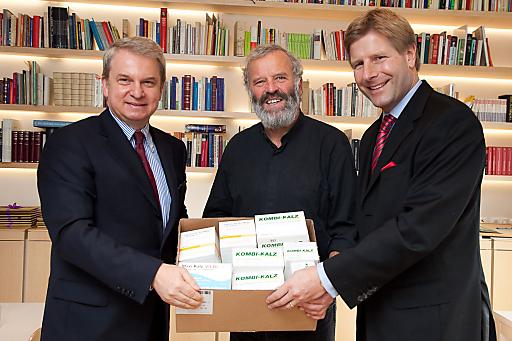 http://pressefotos.at/m.php?g=1&u=66&dir=200911&e=20091124_a&a=event PremiaMed und Pharmig besiegeln Medikamentenspende für Concordia.