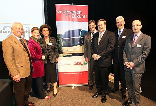 http://pressefotos.at/m.php?g=1&u=54&dir=201001&e=20100127_b&a=event im Bild v.l.n.r.: Komm.Rat Karl MOLZER (Obmann des WKO-Fachverbandes der Autobusunternehmungen), Christa KUMMER ( Moderatorin), Komm.Rat Renate Römer (Vizepräsidentin Wirtschaftskammer Österreich), Werner RYFFEL (Präsident der Car Tourisme Suisse), Mag. Dr. August RESCHREITER (Kabinettschef im BM f. Verkehr & Infrastruktur), Wolfgang STEINBRÜCK (Präsident des BDO), Mag. Paul BLACHNIK (Geschäftsführer des WKO-Fachverbandes der Autobusunternehmungen)
