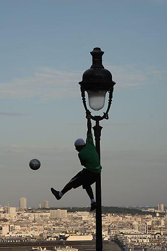 http://pressefotos.at/m.php?g=1&u=66&dir=201002&e=20100212_a&a=event Das Gewinnerfoto von Gerald Weichselbraun, aufgenommen in Paris.