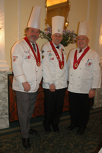 (v.l.) 1.Vizepräsident KM Helmut DEUTSCH, VKÖ-Präsident Josef FANKHAUSER, 2. Vizepräsident KM Roman KELLER.