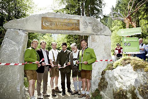 v.l.n.r.: Bruno Baitz (Obmann ARGE Smaragddorf), LAbg. Mag. Karl Schmidlechner, Alois Hofer (Obm.Stv. ARGE Smaragddorf), LAbg. Michael Obermoser, Bergfex Herbert Gschwendtner, Bgm. Walter Freiberger.