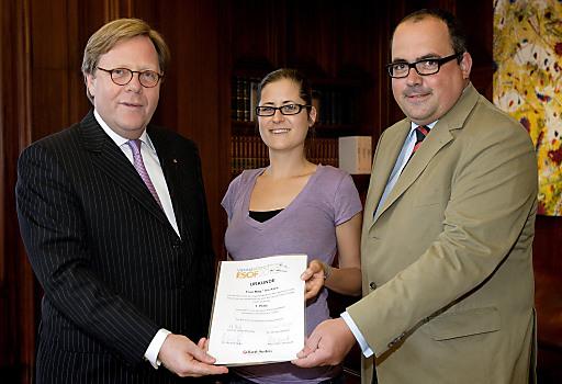 v.l.n.r.: Willibald Cernko (Bank Austria Vorstandsvorsitzender), Iris Kern (Preisträgerin), Klaus Zinöcker (WWTF)