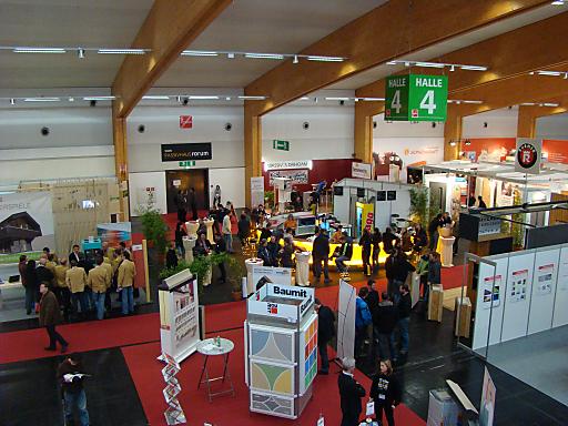 """Architekten, Wissenschafter und Baufachleute sind Partner der Messe """"zeba 2010"""", die mit dem 2. Tiroler Wohnbausymposium und dem 5. Passivhausforum vom 25.-27.11. auf der Messe Innsbruck stattfindet."""