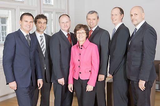 Im Bild v.l.n.r.: Herr Mag. Klaus Weissmann, Herr Mag. Heimo Gradischnig, Herr Dr. Peter Köppl, Frau Edith Hierzenberger, Herr Andreas Kovar, Herr Mag. Christian Thonke, Herr Walter Osztovics