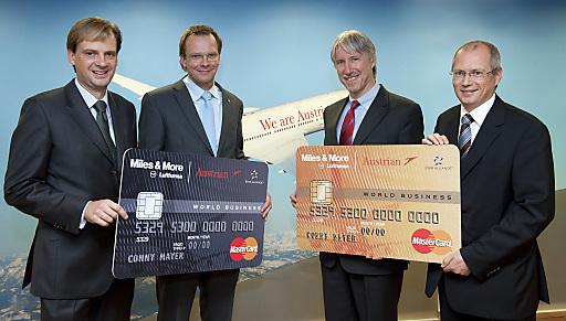 Im Bild vl.n.r.: Harald Triplat - Vorstand card complete, Andreas Bierwirth - Vorstand Austrian Airlines, Heimo Hackel - Vorstandsvorsitzender card complete, Christian Stolz - Generalmanger Östereich und Schweiz MasterCard.