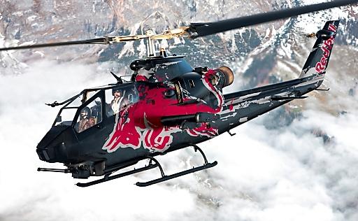 AIR_Die Red Bull Bell Cobra im Anflug auf die Messe Graz