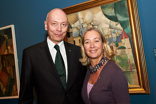 http://pressefotos.at/m.php?g=1&u=43&dir=201102&e=20110208_b&a=event Im Bild v.l.n.r.: Johannes Hajek (UNIQA) und Agnes Husslein-Arco (Belvedere)