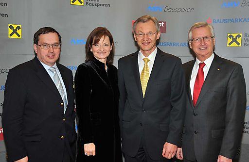 http://pressefotos.at/m.php?g=1&u=38&dir=201102&e=20110218_b&a=event Bausparjahr 2010: Rekord folgt auf Rekord - im Bild v.l.n.r.: Dr. Josef SCHMIDINGER (GD Bausparkasse der Österr. Sparkassen), Dr. Susanne RIESS-PASSER (GD Bausparkasse Wüstenrot), Mag. Manfred URL (GD der Raiffeisen Bausparkasse), KR Erich HACKL (GD Allgemeine Bausparkasse)