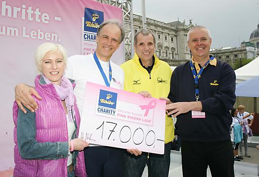 http://pressefotos.at/m.php?g=1&u=68&dir=201104&e=20110416_p&a=event Wien - 3.000 Schritte aus Liebe zum Leben. 3.000 LäuferInnen drehten heute, am Vortag des Vienna City Marathons, ihre 2,5 km lange Runde um den Ring und stellten sich damit in den Dienst der guten Sache.