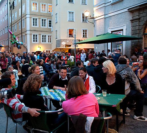 Zahlreiche Musikbegeisterte begeben sich am Kaiviertelfest auf eine musikalische Reise um die ganze Welt.
