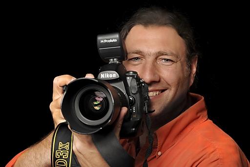 Das APA-Fotoservice, das von der APA-Gruppe im vergangenen Jahr als Dachmarke für alle Bereiche rund um Auftragsfotografie ins Leben gerufen wurde, bekommt Mitte Mai eine neue Präsenz im Internet - mit neuer URL www.apa-fotoservice.at, neuem Design und neuen Funktionalitäten.