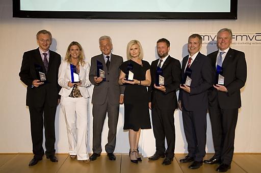 Die Gewinner des Recommender 2011: vlnr: Mag. Manfred Url (Raiffeisen Bausparkasse), Sabine Ransböck (Raiffeisen Versicherung), Mag. Michael Ikrath (Österreichischer Sparkassenverband), Sonja Sarközi (easybank AG), Kurt Kaiser (Volksbank), Robert Sturn (Vorarlberger Landes-Versicherung), Dr. Hubert Schultes (Niederösterreichische Versicherung)