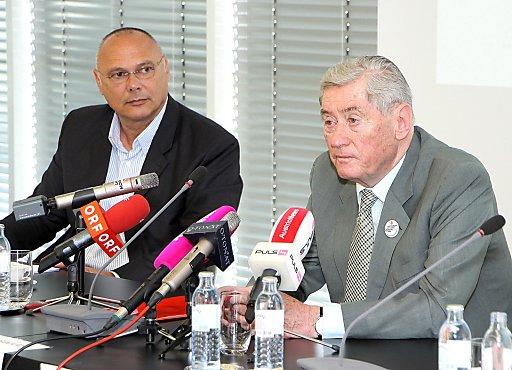 """Bei der Pressekonferenz des """"Volksbegehren Bildungsinitiative"""" heute, Montag, wurden die Ergebnisse der Bildungs-Umfrage präsentiert, die in Zusammenarbeit mit euroSEARCH Dialog im Juni durchgeführt wurde."""