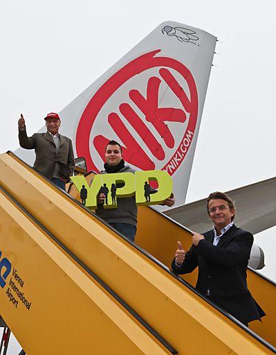 Von oben nach unten: Niki Lauda, Markus Lang und Hannes Jagerhofer Auf der Karriereleiter mit YPD steil nach oben. Markus Lang ist einer von über tausend motivierten YPDlern, der es geschafft hat, dank der YPD-Challenge in einem von Österreichs Top-Unternehmen aus Wirtschaft und Industrie Fuß zu fassen.