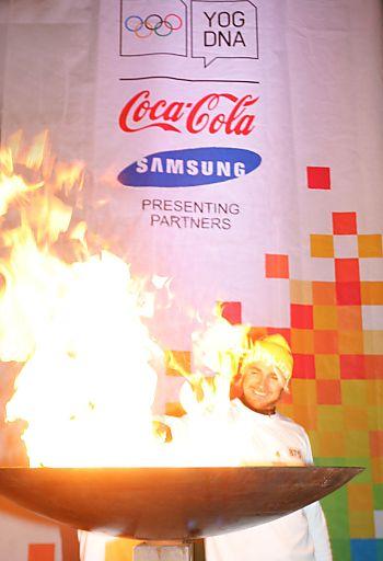 http://www.apa-fotoservice.at/galerie/2650/ Top-Winzer Leo Hillinger entzündete das Olympische Feuer in Eisenstadt