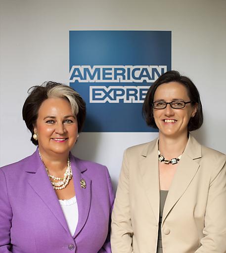 Anita Pruckner (re) neben Silvia Steinacher zur Geschäftsführerin von American Express Österreich bestellt