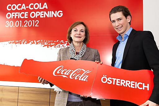 http://www.apa-fotoservice.at/galerie/2702 Im Bild vlnr.: Dominique Reiniche (President Europe Groupe The Coca-Cola Company), Sebastian Kurz (Integrationsstaatssekretär)