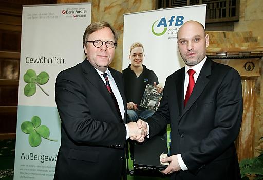 Bank Austria Vorstandsvorsitzender Willibald Cernko (li.) und Ernst Schöny AfB (Arbeit für Behinderte)