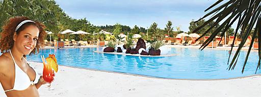 Das Highlight im 4-Stern Resort Therme Geinberg ist im Sommer die karibische Salzwasser-Lagune mit weißem Sandstrand und Palmen.