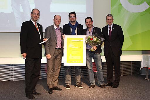 Am Abend des 1. März wurde in der Wirtschaftskammer Österreich  der Mobile Award Austria (MAwA) verliehen. Dabei wurden unter 178 Einreichungen die besten Apps und mobile Sites aus Österreich geehrt. In sechs verschiedenen Kategorien wurden die besten digitale Projekte aus Österreich ausgezeichnet. Im Bild v.l.n.r.: Prof. Dr. Peter A. Bruck (Vorstand, ICNM), Mag. (FH) Rainer Geier (Geschäftsführer der LAOLA1 Multimedia GmbH), Philipp Schützl, MA (Manager Content & Services), Alexander Zlatnik, MSc (Head of Mobile Projects), Dr. Herwig  Höllinger (Generalsekretär Stellvertreter WKÖ)