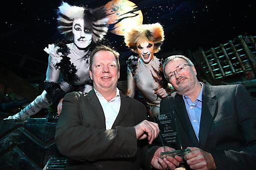 """Ralf Kokemüller (BB Promotion) erhält """"Platin Ticket"""" für mehr als 100.000 verkaufte Tickets von Andreas Egger"""