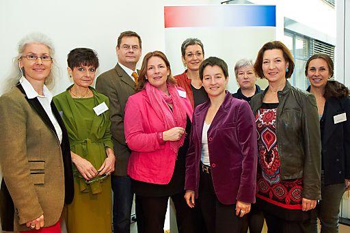 http://www.apa-fotoservice.at/galerie/2866 Im Bild v.l.n.r. Prof.in Dr.in Jeanette Strametz-Juranek (1. Vorsitzende der ÖGGSM), Prof. in Dr.in Andrea Berzlanovich (Vorstandsmitglied der ÖGGSM), Dr. Michael Eisenmenger (2. Vorsitzender der ÖGGSM), Dr.in Andrea Kdolsky (Bundesministerin aD), Mag.a Ulrike Lunacek (MEP, außenpolitische Sprecherin der Grünen/EFA, Delegationsleiterin der Grünen Österreich), Mag.a Sonja Wehsely (Amtsführende Stadträtin für Gesundheit und Soziales, Wien), Prof. in. Marcela Hermann (Department für Medizinische Biochemie, MUW), Gabriele Heinisch-Hosek (Bundesministerin für Frauen und Öffentlichen Dienst) und Dr.in Andjela Bäwert (Klinik für Psychiatrie, MUW)