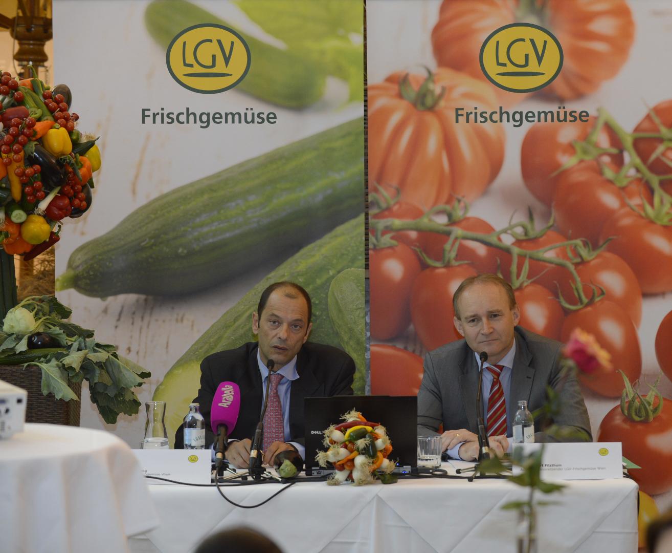 Im Bild (v.l.n.r.): LGV-Vorstand Mag. Gerald König, KDir. Ing. Robert Fitzthum