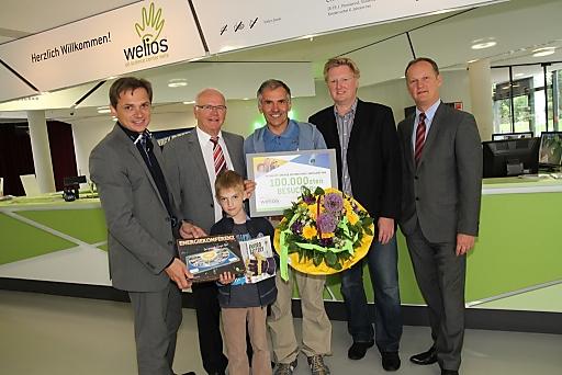 Im Bild v.l.n.r.: Peter Jungreithmair (GF Welios), Bürgermeister Dr. Peter Koits, Leo Muhm mit Georg, GR Johann Reindl-Schwaighofer (Aufsichtsrat Welios), Mag. Robert Schneider (GF Welios)