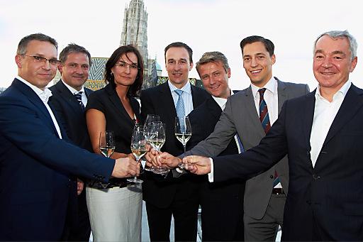 Im Bild v.l.n.r.: Alfred Reisenberger (Wiener Privatbank), Hubert Vögel (Raiffeisen Immobilien), Erika Karitnig (BAWAG P.S.K. INVEST), Peter Varga (ERSTE-SPARINVEST), Wolfgang Nedomansky (APA-Finance), Dominik Hojas (DerBörsianer), Thomas Deutschmann (update Software)