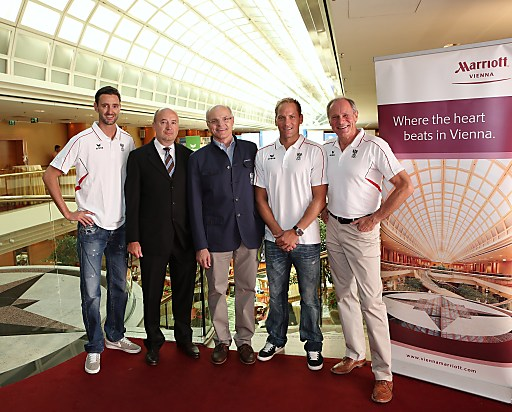 Bild zeigt (v.l.n.r.) Clemens Doppler (AUT), Dieter Fenz (General Manager Vienna Marriott Hotel), ÖOC-Präsident Dr. Karl Stoss, Alexander Horst (AUT) und ÖOC-Generalsekretär Dr. Peter Mennel