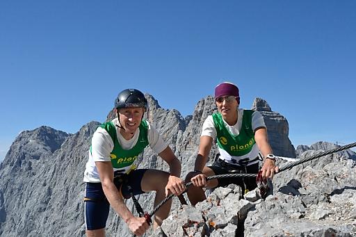 """Christian Hoffmann und Lydia Prugger siegten im Vorjahr beim """"Race the Skywalk"""" (Klettersteig unterhalb der Dachstein Gletscherbahn) und nehmen mit der """"Grande Via Ferrata"""" die ultimative Klettersteig-Herausforderung an."""
