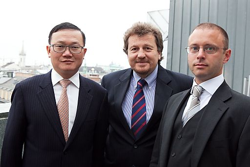 http://www.apa-fotoservice.at/galerie/3479/ Im Bild v.l.n.r.: He Shiyou (Executive Vice President ZTE Corporation), Helmut Vogler (General Manager Mobile & Wireless Sales INTEL Corporation) und Alexander Schuster (Member of Board ZTE Austria)