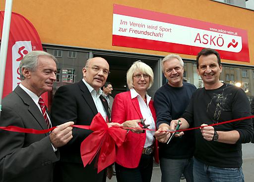 Offizieller Eröffnungsakt für das neue ASKÖ-Wien Büro in Floridsdorf; v.l.n.r.: Alfred Anderl (ASKÖ-Wien Vizepräsident), Rainer Husty (ASKÖ-Wien Vizepräsident), Beate Raabe-Schasching (ASKÖ-Wien Präsidentin),Gerhard Spitzer (Gemeinderat), Christian Oxonitsch (Sportstadtrat).