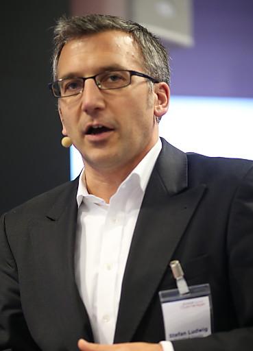 Stefan Ludwig, Director Deloitte & Touche, stellte den Finanzreport exklusiv auf dem SPONSORs Clubmanager - OBS_20121106_OBS0033.layout