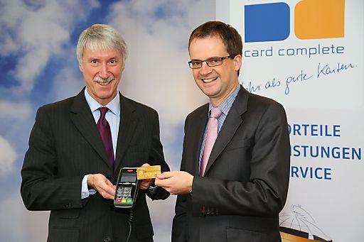 http://www.apa-fotoservice.at/galerie/3768 Im Bild v.l.n.r.: Dr. Heimo Hackel (Vorstandsvorsitzender card complete Service Bank AG), Mag. Harald Triplat (Vorstandsmitglied card complete Service Bank AG)