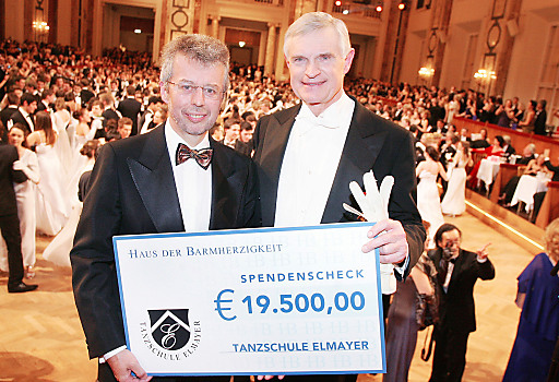tanzschule elmayer spendet euro an haus der. Black Bedroom Furniture Sets. Home Design Ideas
