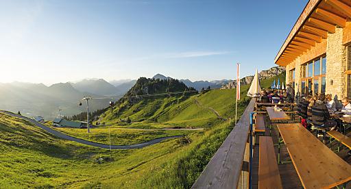 Die neue Aktiv Card der Naturparkregion Reutte in Tirol schenkt Gästen ab der 1. Übernachtung zahlreiche Urlaubsgenüsse zum Nulltarif.