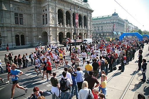 Am Sonntag, 14. April 2013 ging der 30. Vienna City Marathon (VCM) über die Bühne. Die Jubiläumsausgabe der größten Sportveranstaltung Österreichs lockte 40.000 Teilnehmer aus über 100 Nationen an und erreichte damit Rekordwerte.