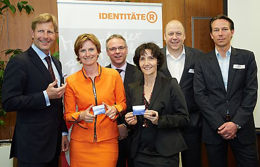http://www.apa-fotoservice.at/galerie/4084 Im Bild v.l.n.r. Julian Hadschieff, CEO PremiQaMed Holding, Karin Krobath, IDENTITÄTER, Martin Fuchs, Geschäftsführer PremiQaMed Management, Petra Müller, Leiterin Marketing PremiQaMed, Axel Ebert, IDENTITÄTER und Helge Ulrich, The Branding Group
