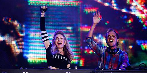 Madonna und Avicii live on stage