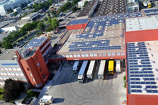 Haberkorn Wien mit Photovoltaikanlage am Dach