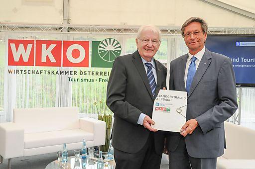 Hans Schenner, Obmann der Bundessparte Tourismus und Freizeitwirtschaft in der Wirtschaftskammer Österreich (WKÖ) und Reinhard Schretter, Präsident der Industriellenvereinigung (IV) Tirol